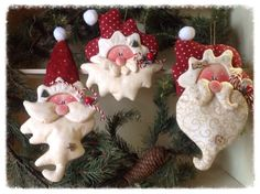 Making homemade ornaments for your Christmas tree is a fun way to personalize your decorations.Polymer clay Christmas craft projects are for adults and for kids too . Clay Ornaments, Christmas Ornaments To Make, Homemade Ornaments, Noel Christmas, Christmas Decorations, Santa Ornaments, Salt Dough Ornaments, Father Christmas, Christmas Craft Projects