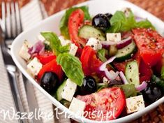 Bocconcini Tomato and Olive Salad. Bocconcini Tomato Olive salad is a great side dish or light healthy meal Healthy Weekly Meal Plan, Avocado, Olive Salad, Spring Salad, Comfort Food, Greek Salad, Healthy Salad Recipes, Meals For The Week, Chickpeas