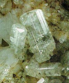 Milarite, K2Ca4Al2Be4Si24O60•(H2O)