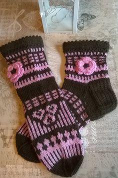 Crochet Socks Pattern, Knitting Socks, Gloves, Fashion, Textile Design, Knit Socks, Moda, Fashion Styles, Fashion Illustrations