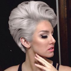 Inspired by Meryl Streep in The Devil Wears Prada, Marcus Byerly refreshes and restyles one of his favorite silver by choice clients. Icy Blonde, Ash Blonde Hair, Blonde Lob, Transition To Gray Hair, Silver Grey Hair, Hair Color Techniques, Hair Color Balayage, Hair Colour, Devil Wears Prada