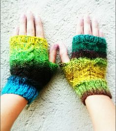 Rainbow wool fingerless women gloves https://www.etsy.com/es/listing/253187549/rainbow-wool-fingerless-women