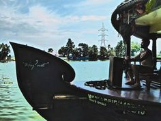 How to book a houseboat in Alleppey?