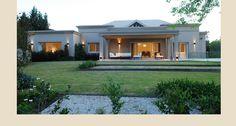 Casa PB — Estudio Junor House Outside Design, House Front Design, Modern House Design, My House Plans, Bedroom House Plans, Modern House Plans, Flat Roof House, Facade House, Casas Country