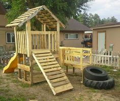 Diy pallet playhouse pallet house plans and ideas give new life to old wood Pallet Fort, Pallet Kids, Pallet Playhouse, Build A Playhouse, Wooden Playhouse, Pallet Patio, Pallet Playground, Playground Set, Backyard Playground