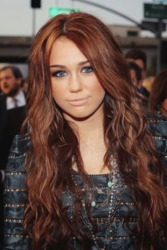 Miley Cyrus. Love her hair here!