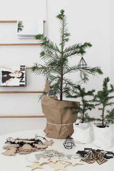 modern christmas home decor - Xmas Ideas Minimalist Christmas Tree, Minimal Christmas, Natural Christmas, Scandinavian Christmas, Modern Christmas, Simple Christmas, Office Christmas, Natal Natural, Navidad Natural
