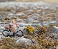 Buenos días! (Si es que ves este post en la mañana depende de lo que decida el #algoritmo como bien lo explica @petronialocuta)  Vamos con fuerza por una semana productiva!  . . . . . . . #enelbosque #pequeñoshabitantes #pequeñosmundos #nature #naturelovers #ontheroad #road #camino #miniature #miniaturas #mini  #minimalpeople #instagood #bycicle #bike #cycling #roadbike #bici #naturaleza #natura #lunes #terrarium