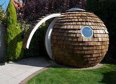 Abri ou bureau de jardin très original ! http://www.m-habitat.fr/abri-de-jardin/construction-d-un-abri-de-jardin/comment-amenager-un-abri-de-jardin-1165_A #original #jardin #rond