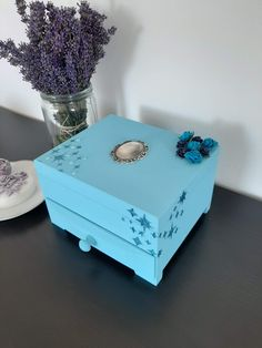 Blue jewellery box with blue glittery stars💙 Tea Box, Jewellery Box, Marketing And Advertising, Decorative Boxes, Lovers, Group, Stars, Business, Unique Jewelry