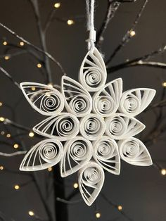 quilled christmas ornaments for sale Paper Quilling Flowers, Origami And Quilling, Paper Quilling Designs, Quilling Paper Craft, Paper Crafts, Quilling Christmas, Christmas Ornaments To Make, Christmas Snowflakes, Christmas Crafts
