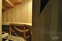 Su aroma, el calor, el sudor que nos produce... el sauna puede ser un lugar muy sexy!  Diviértete en Hotel la Moraleja.