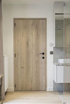 Rustic oak plank door, white oiled porte à planchettes rustique en chêne, huilée blanc p Rustic oak plank door white oiled Rustic oak plank door white oiled Rustic oak plank door white oiled p Rustic Doors, Wooden Doors, Wooden Interior Doors, Door Design Interior, Modern Interior, House Doors, Oak Doors, Internal Doors, New Homes