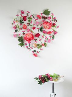 Romantic DIY Valentine's Day decoration - decorate the walls with fresh flowers Valentine's Day is taken into account amongst my favourite occasions to sha Diy Valentine's Day Decorations, Decoration Chic, Valentines Day Decorations, Wedding Decorations, Flower Decorations, Wedding Ideas, Fake Flowers, Diy Flowers, Beautiful Flowers