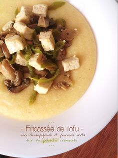 Fricassé de tofu aux champignons & poivrons verts sur sa polenta crémeuse