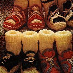 Snoesige wolskoentjies vir die eerste treetjies Baby Knitting Patterns, Babies, Crochet, Boots, Winter, Fashion, Cast On Knitting, Crotch Boots, Winter Time