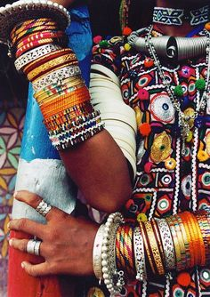 Lots and lots of Indian bangles, even on the upper arm to shoulder! Description from pinterest.com. I searched for this on bing.com/images