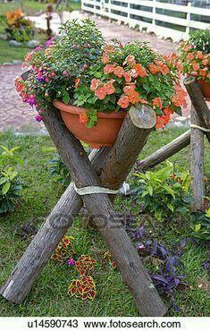 Potted flowers laid in wooden garden on wooden shelf, enlarged .Potted flowers laid on wooden shelf in garden enlarge photo - Source by Garden Yard Ideas, Garden Crafts, Diy Garden Decor, Garden Projects, Garden Pots, Garden Landscaping, Diy Projects, Garden Bed, Landscaping Ideas