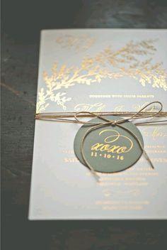 Invitación dorada boda