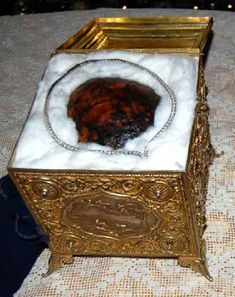 About relics, reliquaries, religion and art