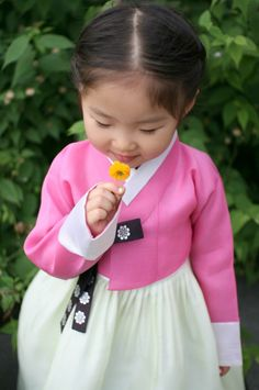 돌잔치한복_진핑크저고리+연두옥사 치마 : 네이버 블로그 Cute Little Girls, Cute Kids, Cute Babies, Baby Kids, Korean Traditional Dress, Traditional Fashion, Traditional Outfits, Korean Hanbok, Korean Dress