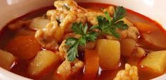 hamisgaluska Thai Red Curry, Food And Drink, Chicken, Ethnic Recipes, Drinks, Drink, Buffalo Chicken, Cubs, Beverage