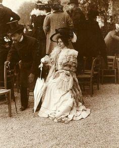 pierrotgourmand: Cléo de Mérode (1875-1966)- Photographie de presse - Longchamp, 1900.source http://www.liveinternet.ru/