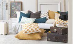 Cojines Ikat y lino. Cojines para sofá. Ikat and linen cushions for the sofa. Calma House.