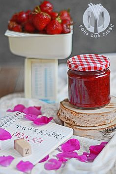 Strawberries and rose petals jam