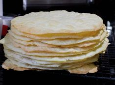 Chilean Thousand Layers Cake is the most traditional cake in Chile, layers of thin crispy dough almost cookie like and dulce de leche. Chilean Desserts, Chilean Recipes, Chilean Food, Torta Chilena Recipe, Thousand Layer Cake, Cake Fillings, Traditional Cakes, Sin Gluten, Mille Feuille