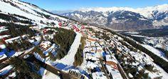 vue aérienne du jardin alpin avec le magasin Skiset au rdc de l'hôtel @hotel new solarium courchevel