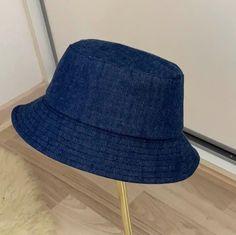 Bøllehat (buckethat) til voksne i 4 størrelser. Ideas Geniales, Couture, Sun Hats, Pattern Making, Bucket Hat, Craft Projects, Beanie, Quilts, Fabric