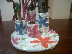 Porta Lápices con tubos de cartón de papel higienico, hojas de revista, pintura acrílica y servilleta decorada...para el estampado...