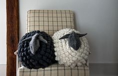 Bobble Sheep Pillow in Gentle Giant – a free knitting pattern by Purl Soho.