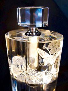 Bottleengraving Perfume Bottle Hand engraved Crystal by AkokoArt Crystal Perfume Bottles, Antique Perfume Bottles, Vintage Bottles, Lalique Perfume Bottle, Parfum Mademoiselle, Perfumes Vintage, Beautiful Perfume, Bottle Vase, Bottle Design