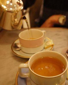 21 отметок «Нравится», 1 комментариев — Nina🌓The Time Treveller's Wife (@kalikaracal) в Instagram: «Время для безумного чаепития #instadaily #teaparty #прогулкапомоскве»
