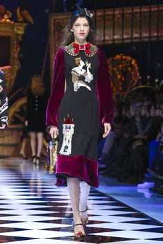 DOLCE & GABBANA READY TO WEAR FALL WINTER 2016 MILAN NOWFASHION: Real Time Fashion News, Photography Streaming and Live Fashion Shows