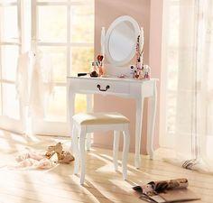 Ihr eigener kleiner Beauty-Salon. Ein Traum für jede Frau – ein Schminktisch im Nostalgie-Design. #home #möbel #schminken #beauty #weltbild