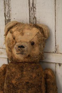 Worn little Vintage bear