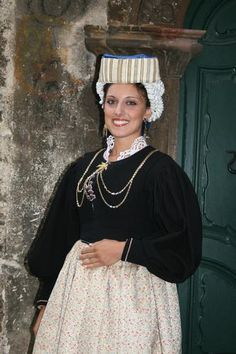 traditional costume ~ Abruzzo, Italy