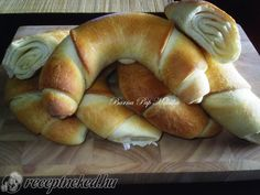 Nem kell elmenned a boltba, hogy egy ilyen finomat egyél Paleo Recipes, Cooking Recipes, Savory Pastry, Good Food, Yummy Food, Hungarian Recipes, Home Baking, Bread And Pastries, Croissant