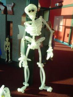 Balloon Skeleton~ Too cute to spook!! http://www.balloon-animals.com/gallery/ Balloon Art Gallery