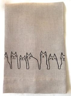 hand towels Embroidered Tea Towel, Guest Towel or hand towel. Kitty Cats Embroidered on Natural Linen. Embroidered in black. This a a darling Grey Hand Towels, Linen Towels, Guest Towels, Dish Towels, Tea Towels, Embroidered Gifts, Embroidered Towels, Towel Embroidery, Embroidery Patterns