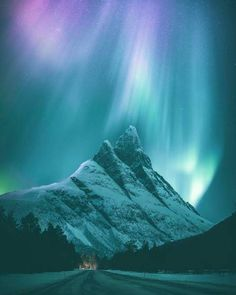 "This amazing showcase by gives us a stunning look at the northern lights in Norway. ""The northern lights look like… Beautiful Sky, Beautiful Landscapes, Beautiful Pictures, Beautiful Norway, Beautiful Places, Snowy Mountains, Appalachian Mountains, Colorado Mountains, Rocky Mountains"