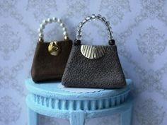 Kati kainulainen :Make a miniature luxurious leather handbag for your dolls house Minis, Accessoires Barbie, Handbag Tutorial, Barbie Accessories, Mini Purse, Miniature Dolls, Barbie Clothes, Dollhouse Miniatures, Monogram