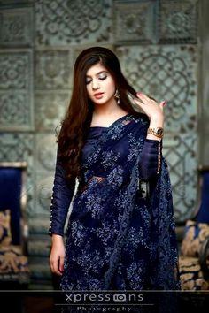 How to Select the Best Modern Saree for You? Saree Jacket Designs, Saree Blouse Neck Designs, Trendy Sarees, Stylish Sarees, Stylish Dresses, Ganesha, Sari Design, Modern Saree, Stylish Blouse Design