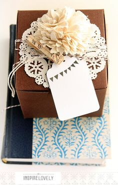 Gift wrapping idea - Add a doily, paper or faux flower and a handmade gift tag to a plain brown box to make it special #giftwrapping #brownbox #emballagecadeau