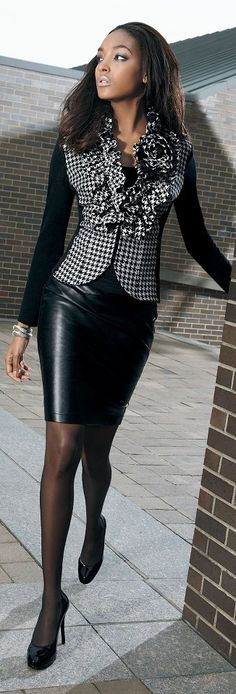 Black leather skirt and checkerboard top - Fashion for the Office Passion For Fashion, Love Fashion, Womens Fashion, Moda Formal, Office Fashion, Look Chic, Office Outfits, Work Attire, Suits For Women