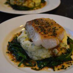 Jeg elsker torsk! Spesielt hvis den serveres med en syrlig soyasaus! Denne retten er enkel å lage, og hvis du foretrekker annet tilbehør enn potetmos og kan jeg anbefale deg sellerirotpure som jeg har lagt ut oppskrift på. Du kan bruke soyasaus som er glutenfri, så blir retten uten gluten 🙂 (Visited 320 times, 2...Les Mer Seafood Recipes, Gourmet Recipes, Appetizer Recipes, Vegetarian Recipes, Healthy Recipes, Norwegian Food, Scandinavian Food, Fish Dinner, Fish And Seafood