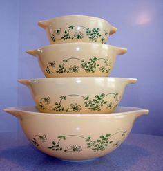Pyrex Shenandoah Cinderella Bowls Set